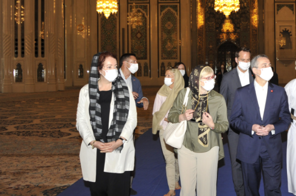 Swiss Official Visits Sultan Qaboos Grand Mosque