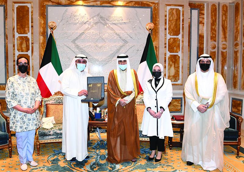 Amir praises Kuwaiti youth's efforts in voluntary work