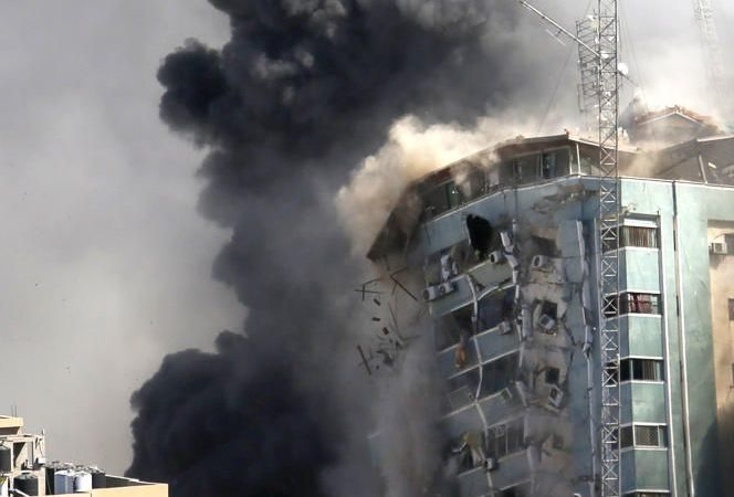 New night of bombing in Gaza, diplomatic deadlock at the UN